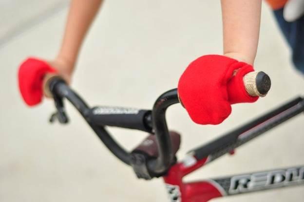 15-DIY-Handlebar-Hand-Warmer