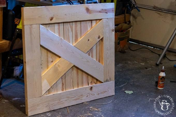 16-DIY-Farmhouse-Baby-Gate