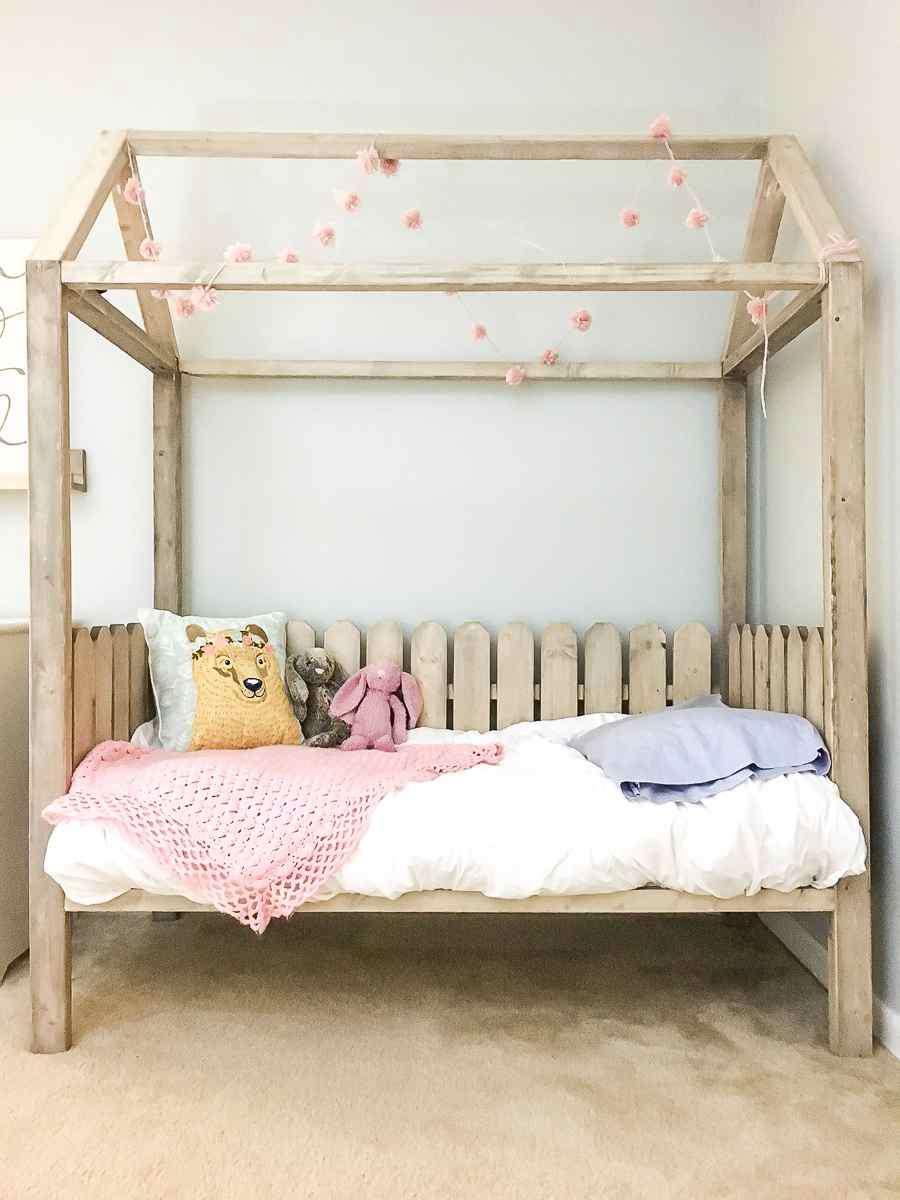 16-DIY-Toddler-House-Bed