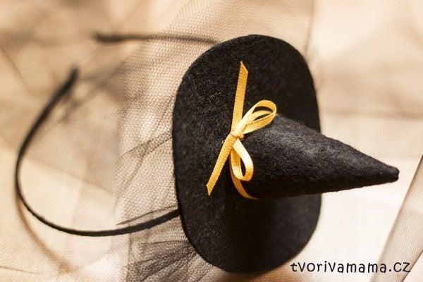 16. DIY Mini Witch Hat