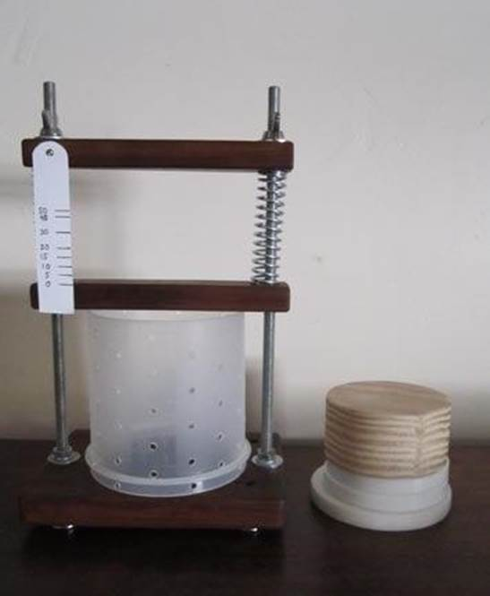 2-DIY-Inexpensive-Cheese-Press