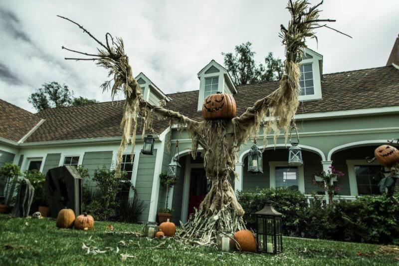 16. DIY Giant Scarecrow