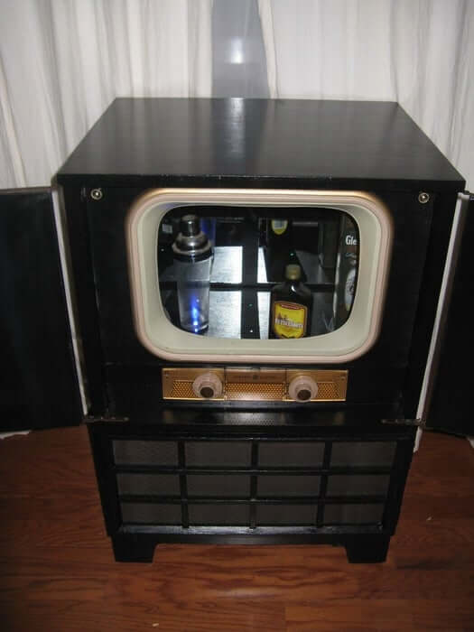 2. DIY Vintage TV Conversion To a Liquor Cabinet