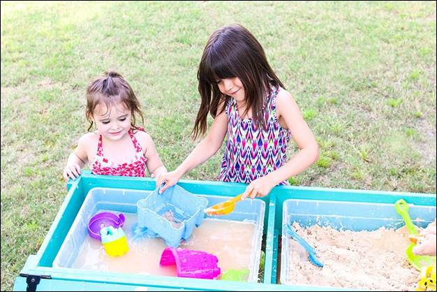 20. DIY Water And Sand Sensory Table