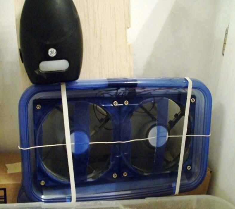 23. Cat Litter Box Dust Reducer DIY