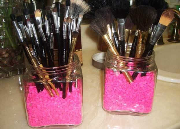 9. Fab And Frugal DIY Makeup Brush Holder