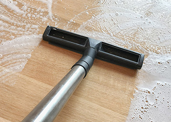wooden-floor-cleaning