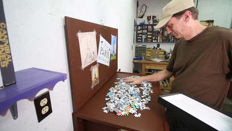 10. DIY Jigsaw Puzzle Table