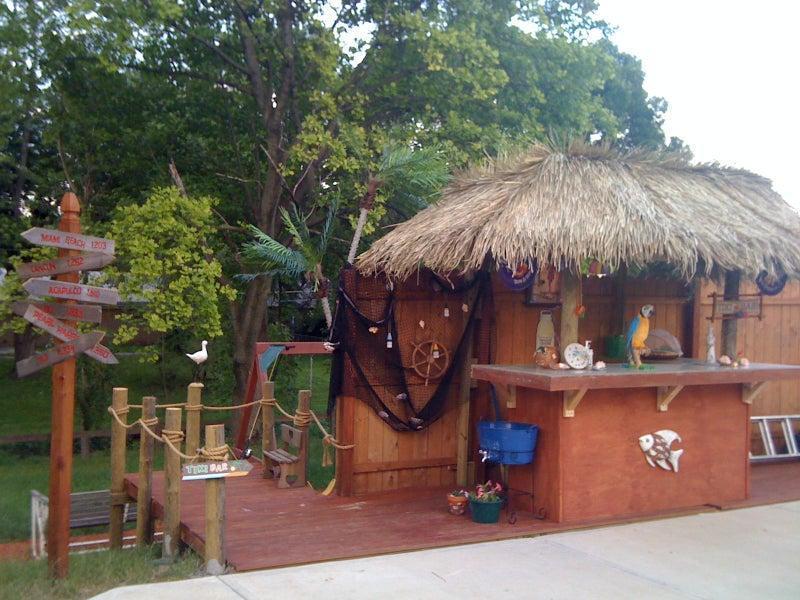 14. DIY Poolside Tiki Bar