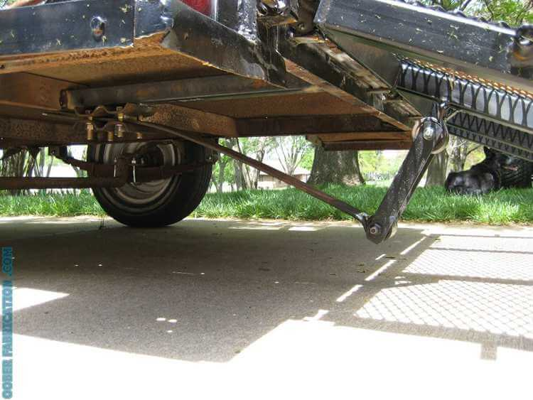 17. Trailer with a self-lifting tailgate