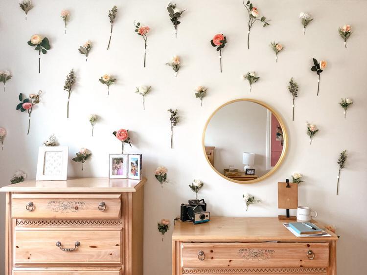 2. DIY Flower Wall Décor
