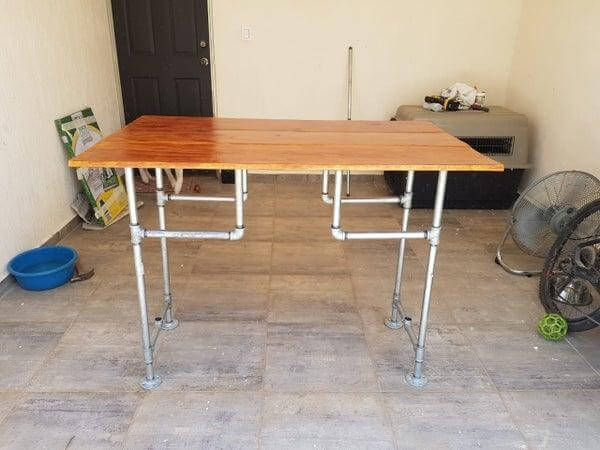 20. DIY Desk With Wood And Pipe