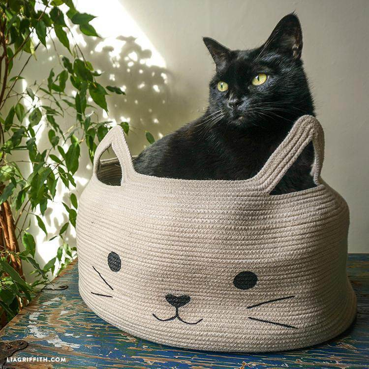 22. DIY Cat Nap Basket