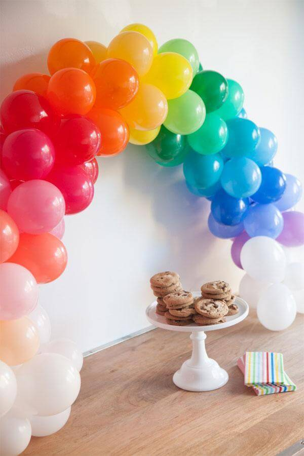 25. Mini Rainbow Balloon Arch DIY