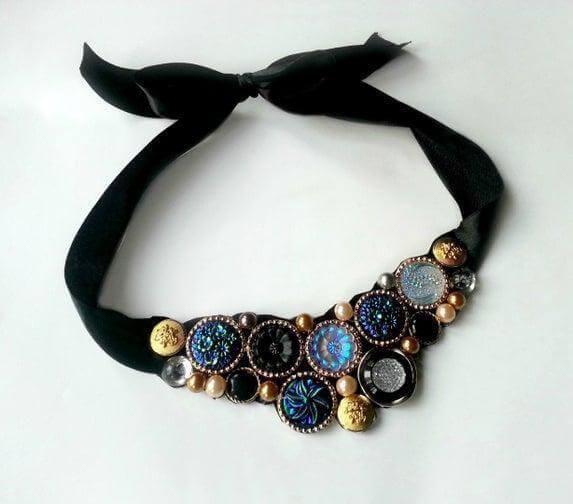 55. DIY Vintage Button Necklace