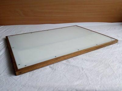9. DIY Compact Light Table