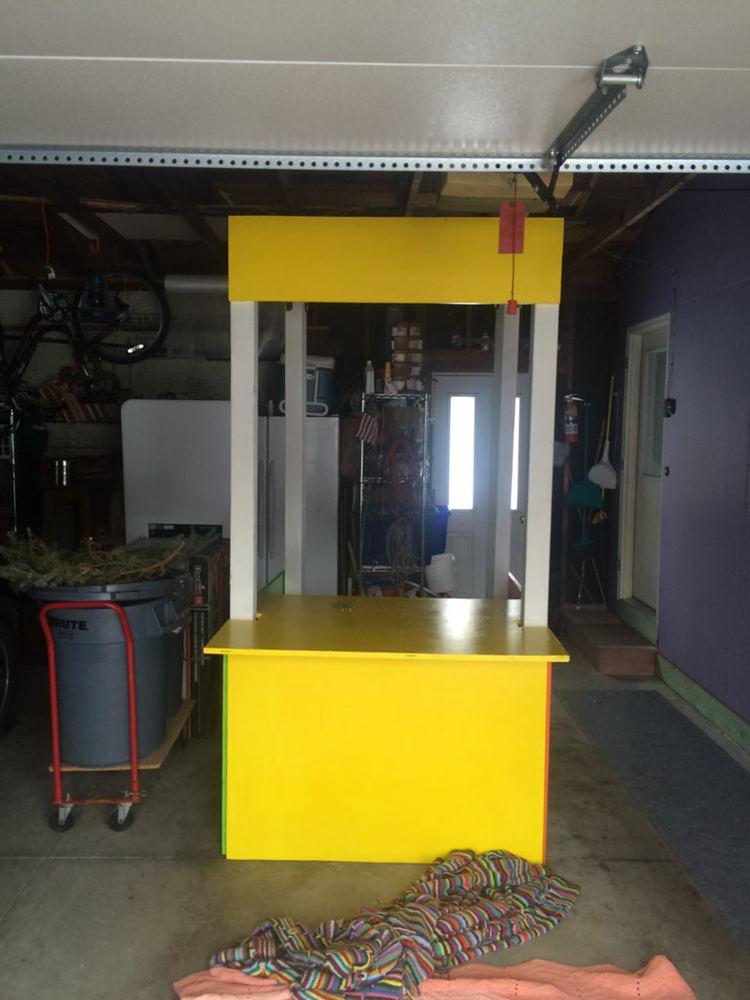 13. DIY Lemonade Stand