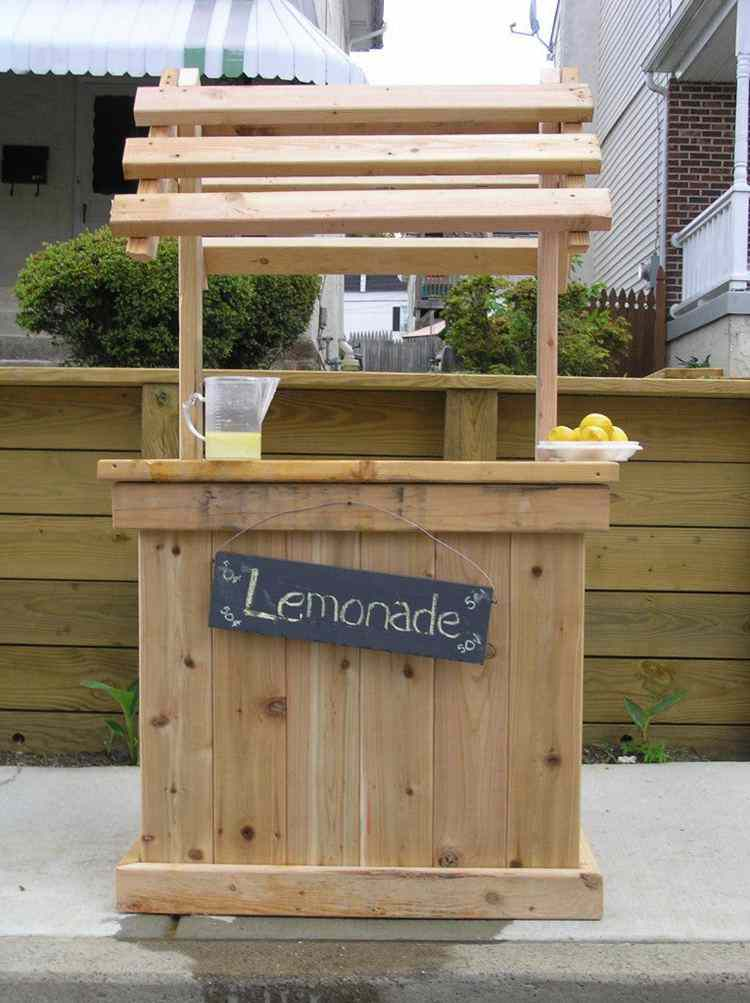 15. DIY Pallet Lemonade Stand