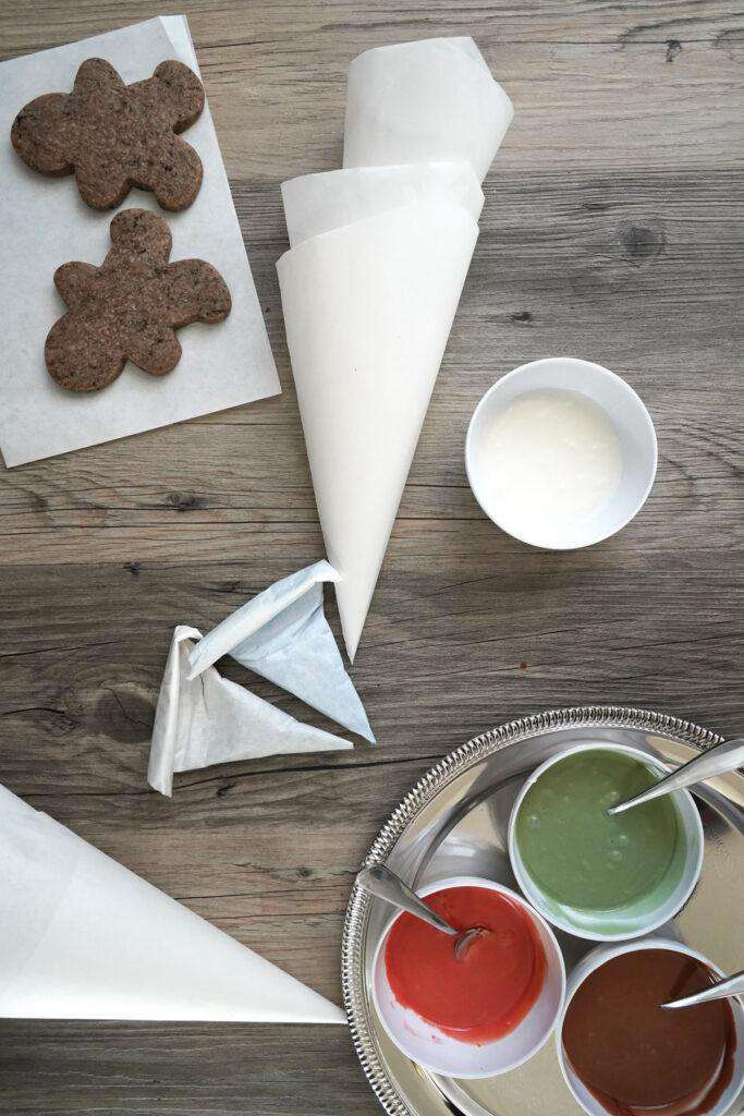 19. DIY Piping Bag For Icing