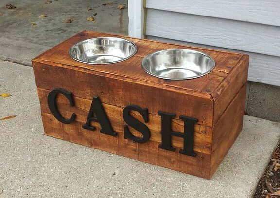 2. DIY Pallet Wood Dog Bowl Stand