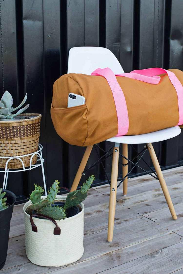 2. Gym Bag DIY