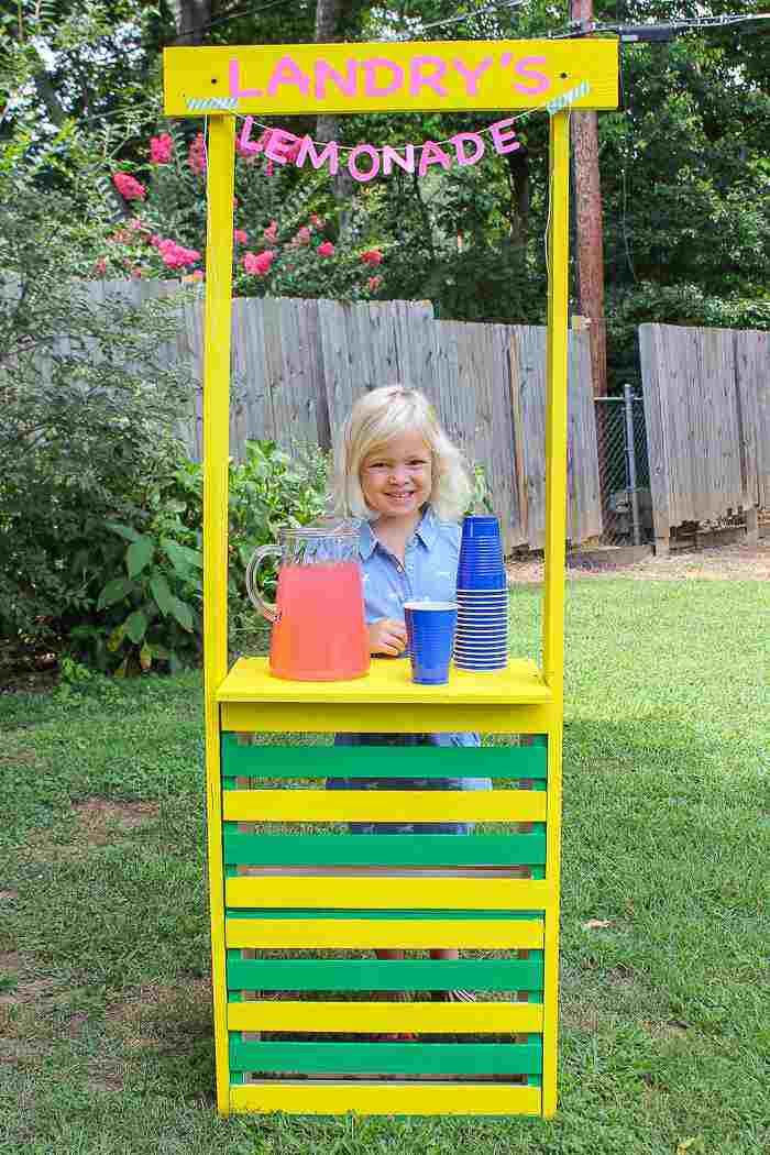 22. DIY Lemonade Stand