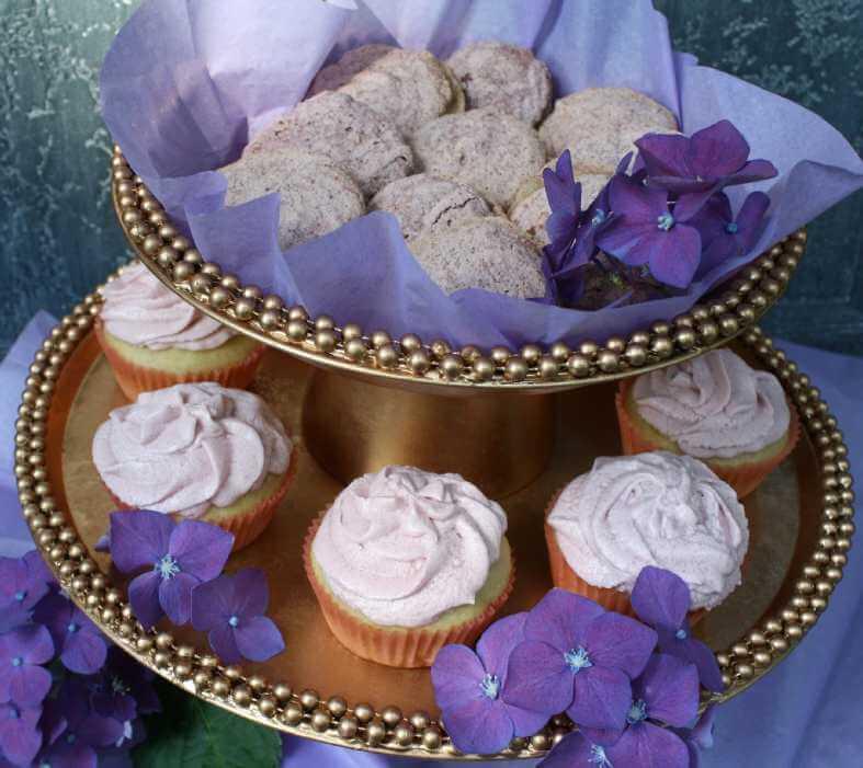23. DIY Elegant Cupcake Stand