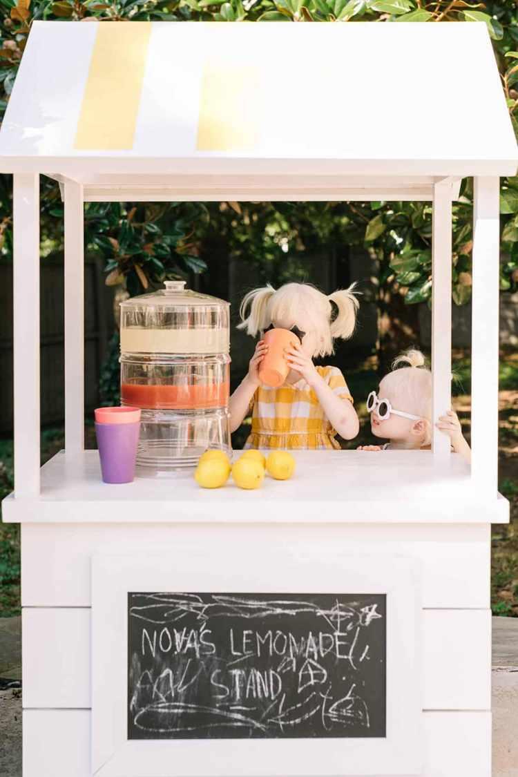 23. Lemonade Stand DIY