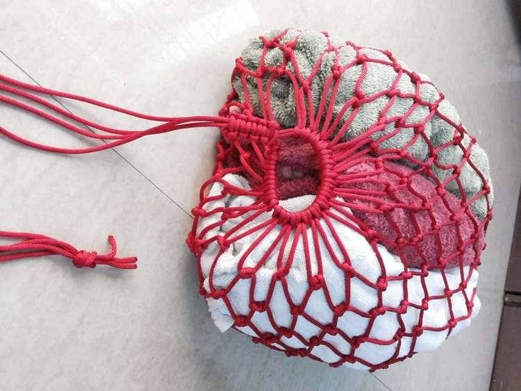 25. DIY Paracord Drawstring Bag