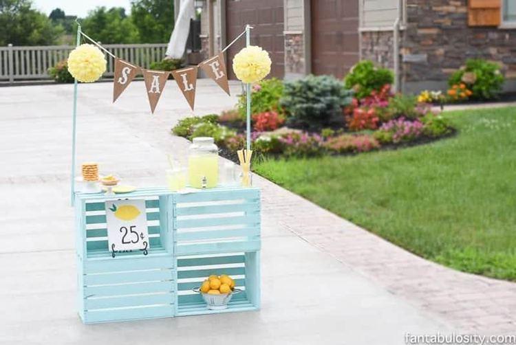 8. DIY Lemonade Stand