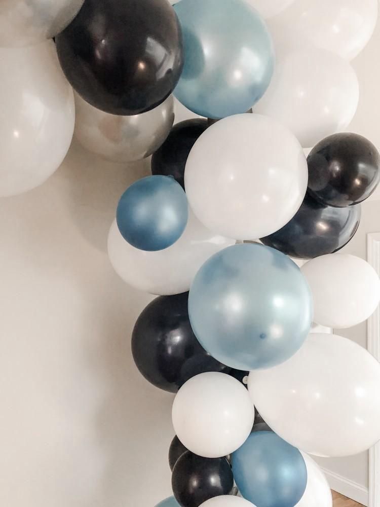 1. Easy Balloon Garland DIY