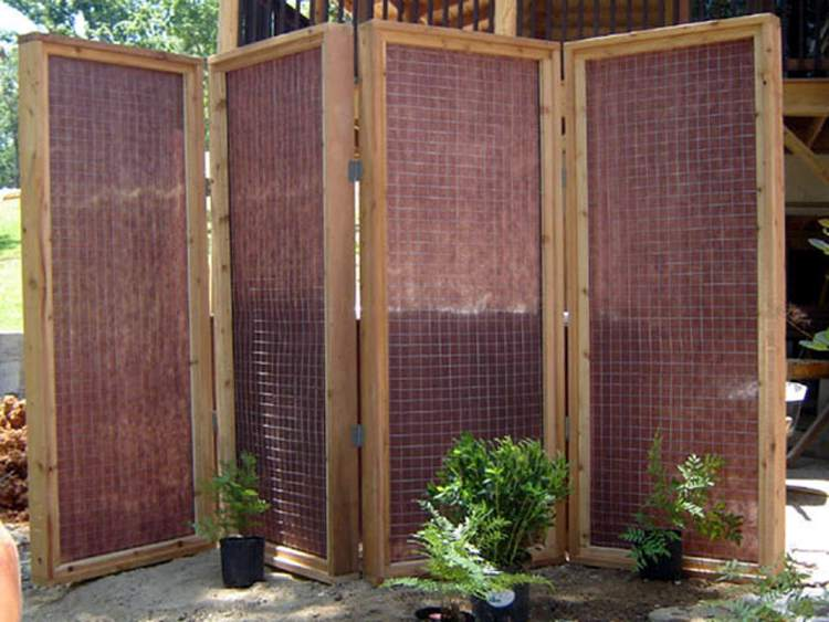 16. DIY Privacy Screen For Outdoor Hot Tub