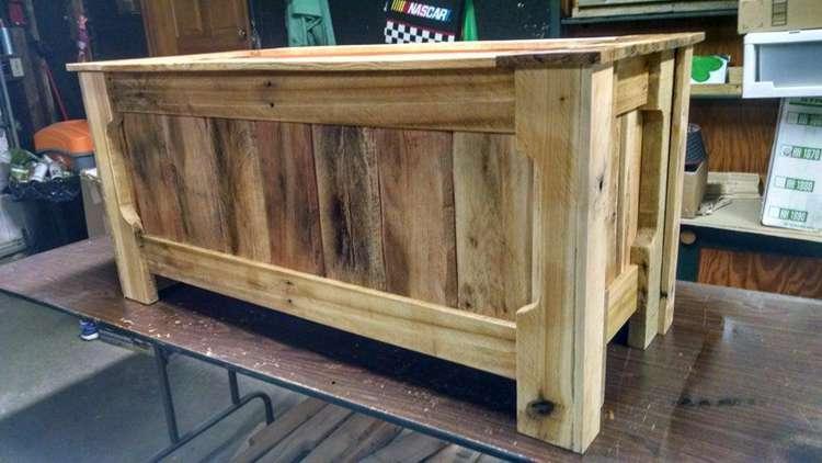 16. Pallet Wood Toy Box DIY