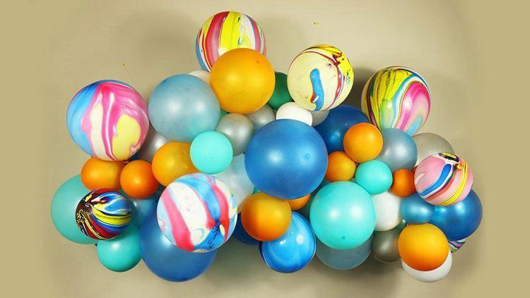 19. DIY Balloon Garland