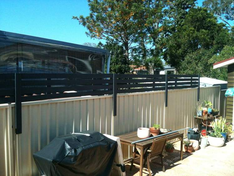 23. DIY Wood Privacy Screen Attachment To Fence