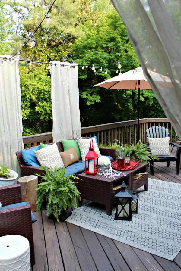 30. DIY Outdoor Privacy Curtains
