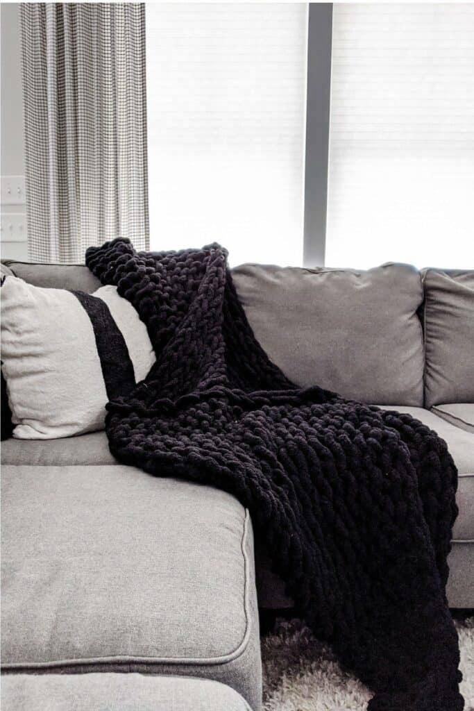 6. Easy DIY Knit Blanket