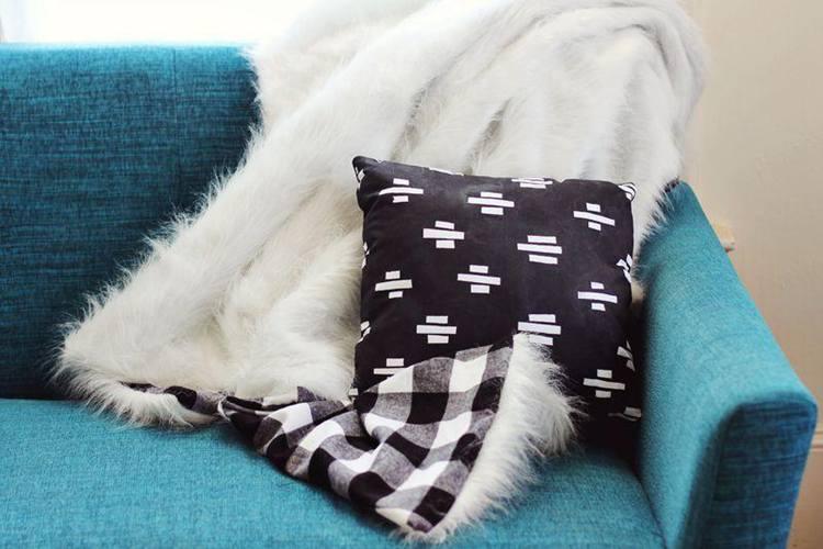 8. DIY Faux Fur Flannel Blanket