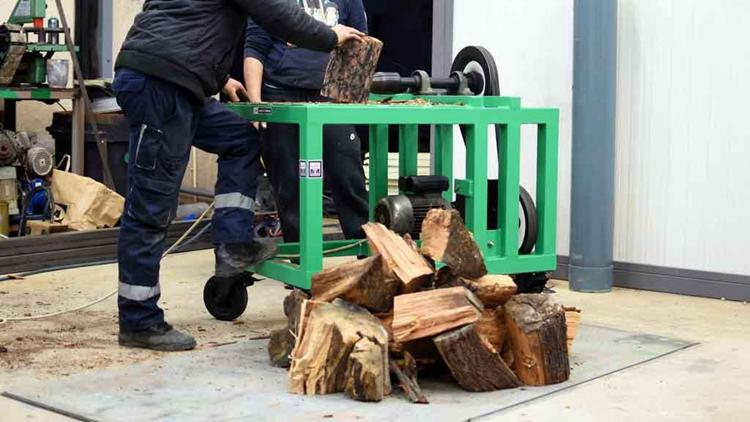 13. DIY Screw Log Splitter
