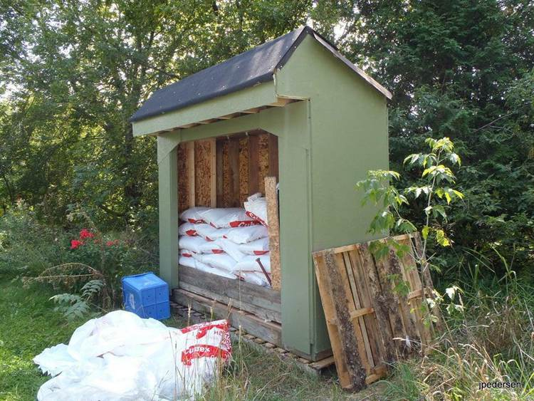 18. Wood Pallet Storage Shed