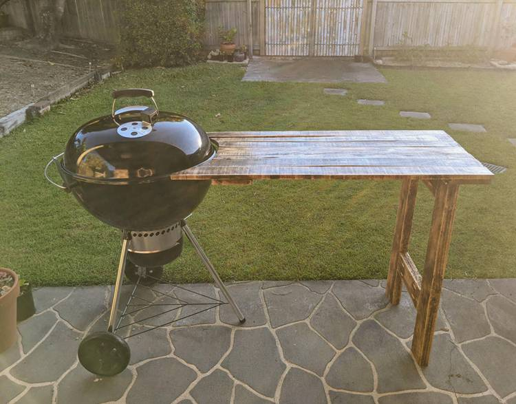 19. Kettle BBQ Pallet Side Table