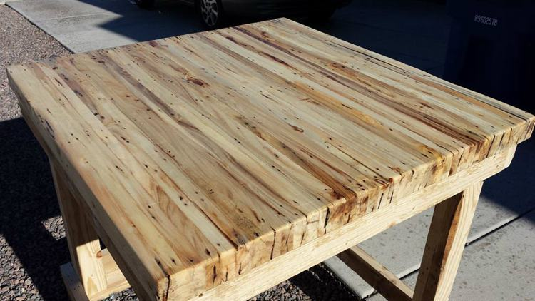 1. DIY Pallet Table Workbench
