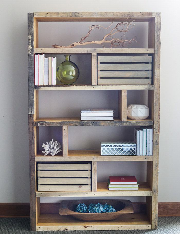 10. DIY Pallet Bookshelf
