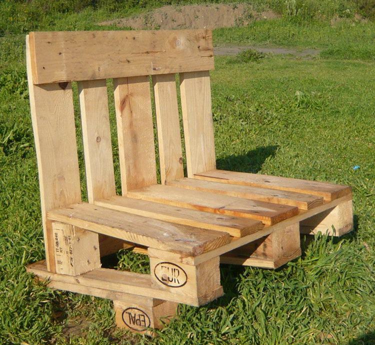 17. DIY Pallet Bench