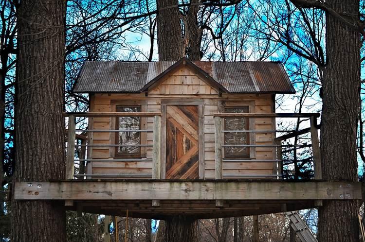 17. DIY Reclaimed Treehouse