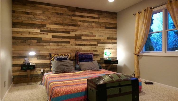18. DIY Pallet Accent Wall