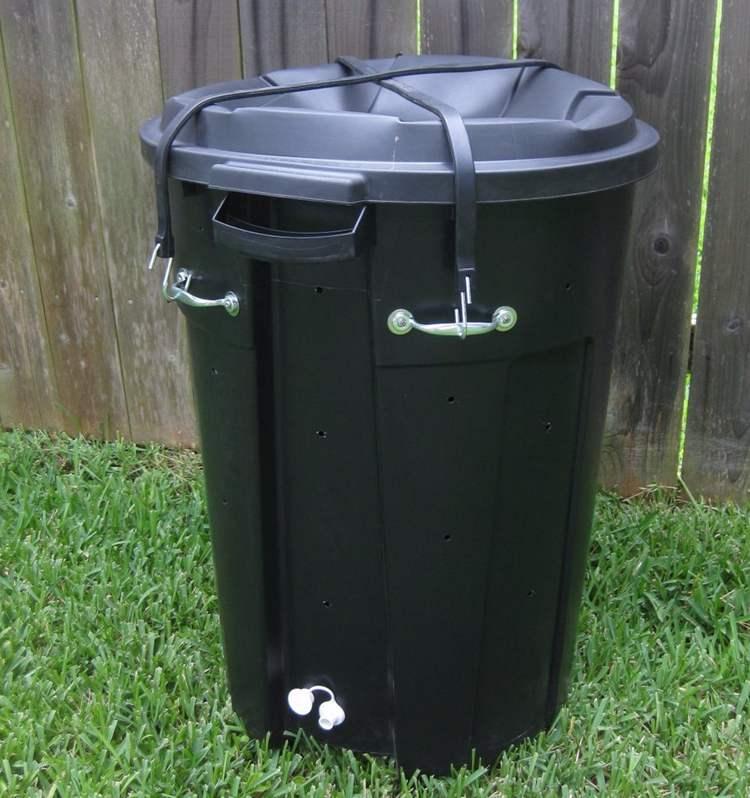 19. Inexpensive Compost Bin