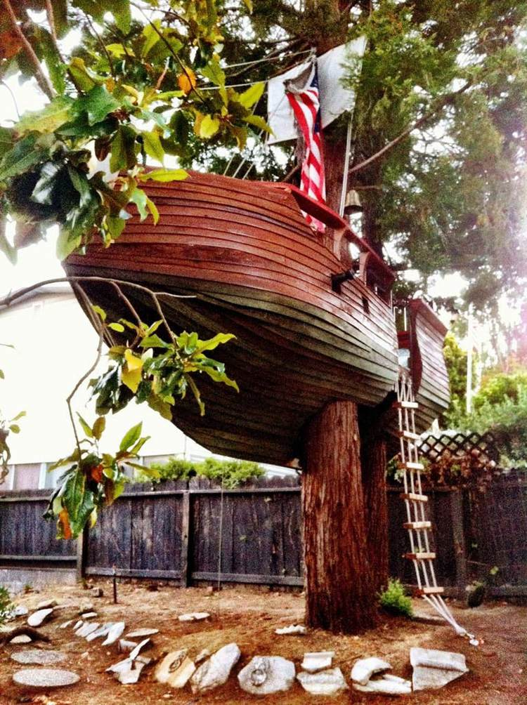20. DIY Pirate Ship Treehouse