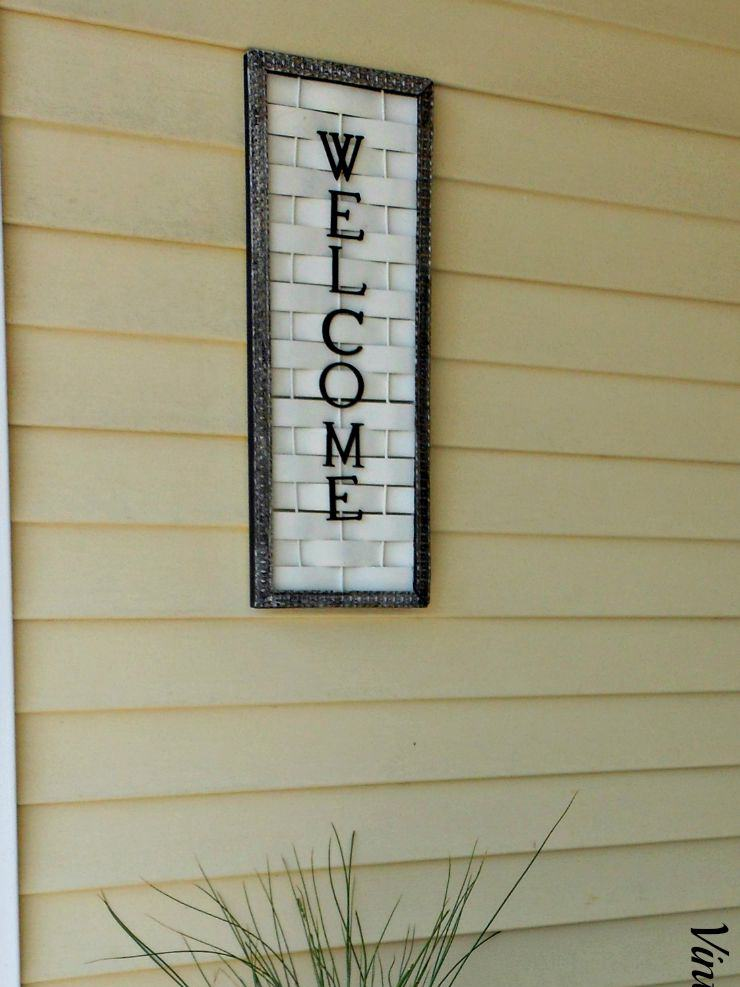 20. DIY Welcome Sign With A Twist