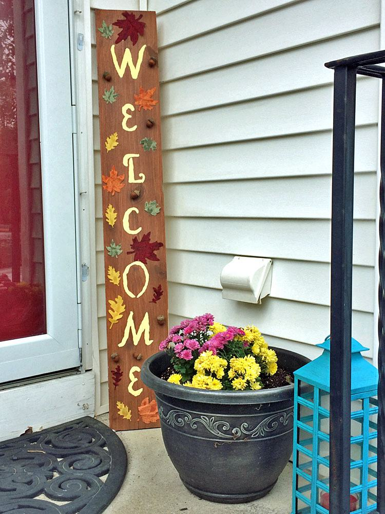 24. DIY Welcome Sign